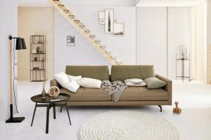 Pohovka hs.414 (hülsta), výplň sedáku Superior sestává z kombinace tyčinek, korálků, pěny a rouna, potah textil nebo kůže, konstrukce ze dřeva a kovu, cena na dotaz, WWW.HOMESTYLE.CZ