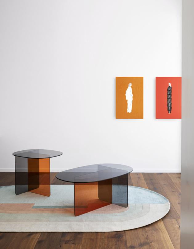 Stolek Chap (Miniforms), design Matteo Zorzenoni, tónované sklo, 60 × 50 × 50 cm a 90 × 57,5 × 40 cm, cena 23 735 Kč, WWW.CSKARLIN.CZ
