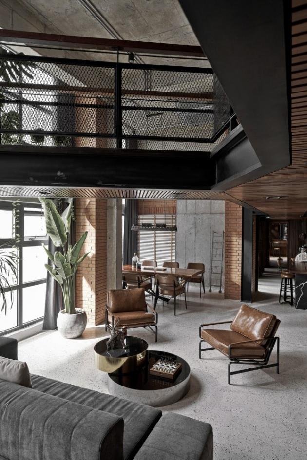 Bohémská duše majitele s vášní pro umění dostala v bytě s plochou 180 m2 skutečný prostor. Při pohledu na výslednou realizaci by se na první pohled mohlo klidně zdát, že se jedná o vzdušný umělecký ateliér.