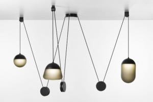 Planets (Brokis) vychází z estetiky dobového osvětlení, kterou rozvádí způsobem typickým pro současnost.