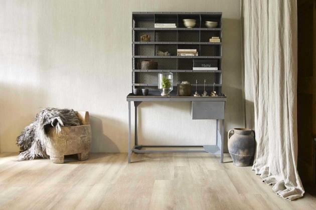 Lepené podlahové krytiny z vinylu většinou bývají vhodnější do prostor s větší vlhkostí vzduchu, jako jsou například koupelny a kuchyně.