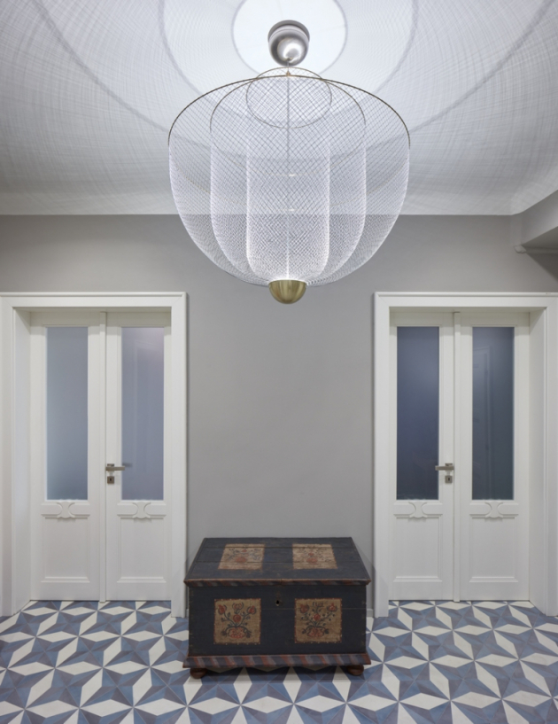 Pražskému interiéru vládne eklektická klasika a funkční elegance