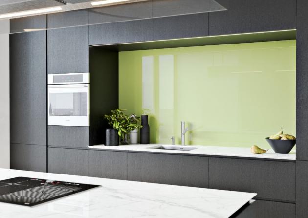 Obklad stěny za kuchyňskou linkou z lakovaného skla (JAP FUTURE)