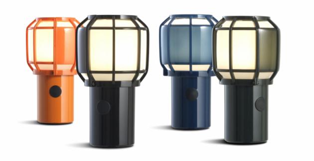Přenosná lampa Chispa vyniká teplým, sofistikovaným světlem se třemi úrovněmi intenzity a nedostižnou praktičností. Multifunkční svítidlo, které je lehké a vodotěsné, lze nosit vruce, nebo zavěsit nad stůl či zábradlí na černém lanku.