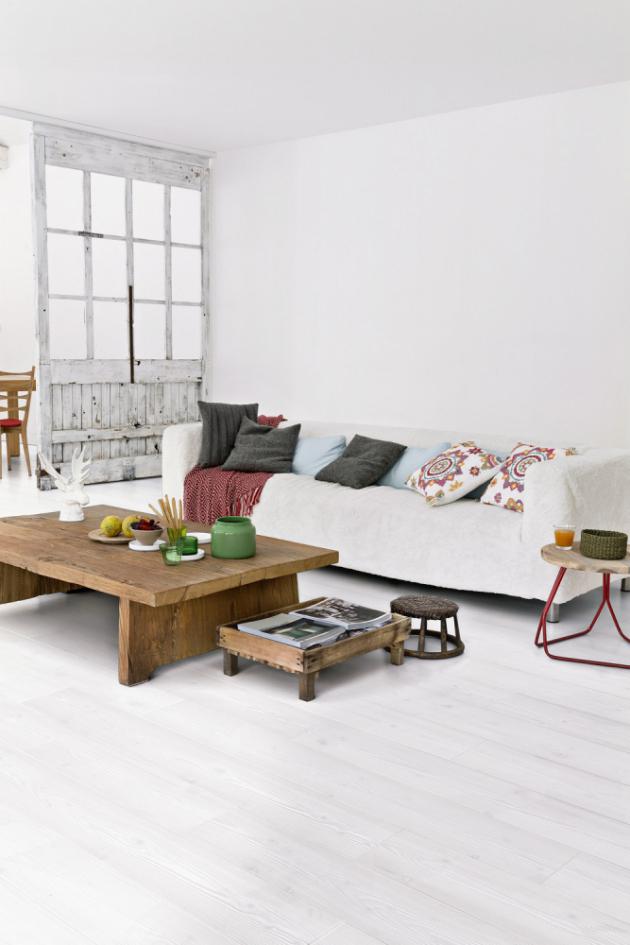 Laminátová podlaha z kolekce Impressive (Quick-Step), dekor Bílá prkna, matný povrch s ochranou proti poškrábání, voděodolnost umožňuje využití i v koupelnách, cena 823 Kč/m2, WWW.QUICK-STEP.CZ