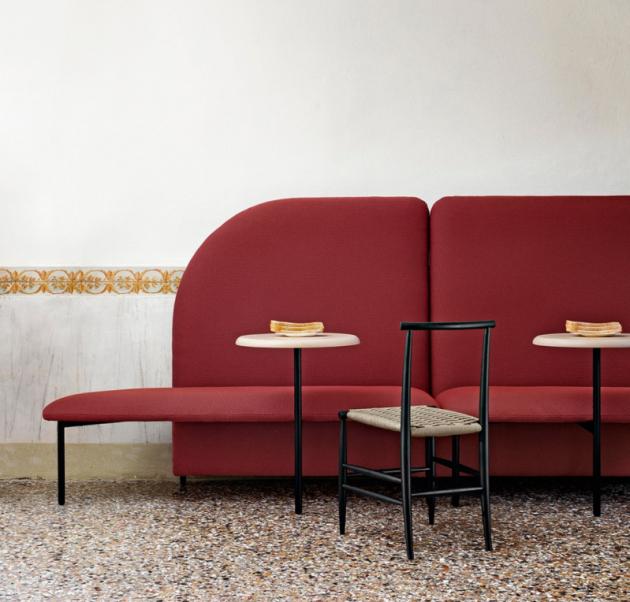 Marino (Miniforms) je systém modulárních lavic umožňující volně uspořádat každý prostor.