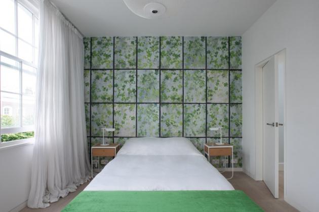 Pokoje vhorních patrech se výrazně liší, a to jak ve stylu, tak vbarevném provedení.