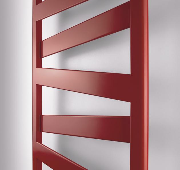 Designový koupelnový radiátor Zehnder Kazeane s unikátním vzhledem se šikmými plochými trubkami je nyní k dostání také v chromu. Design od známých návrhářů King & Miranda je půvabný i praktický, pyšní se mezinárodní cenou za design Red Dot Award 2018.