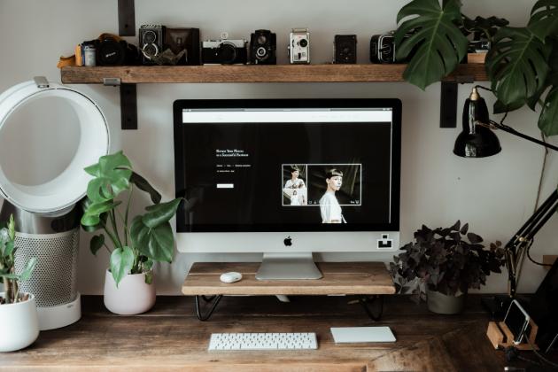 Vytvořte si doma pracovní místo podle svých představ (Unsplash.com)
