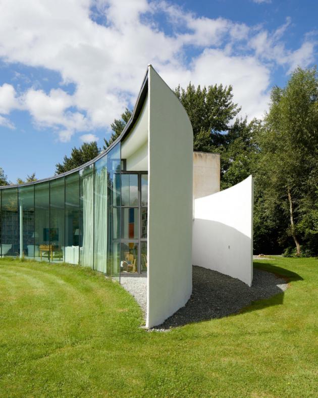 Tento elegantní rodinný dům v hrabství Wiltshire je nominován na cenu Stephen Lawrence Prize, kterou uděluje Královský institut britských architektů (Royal Institute of British Architects – RIBA)výjimečným stavbám, jejichž rozpočet je nižší než půl milionu liber.