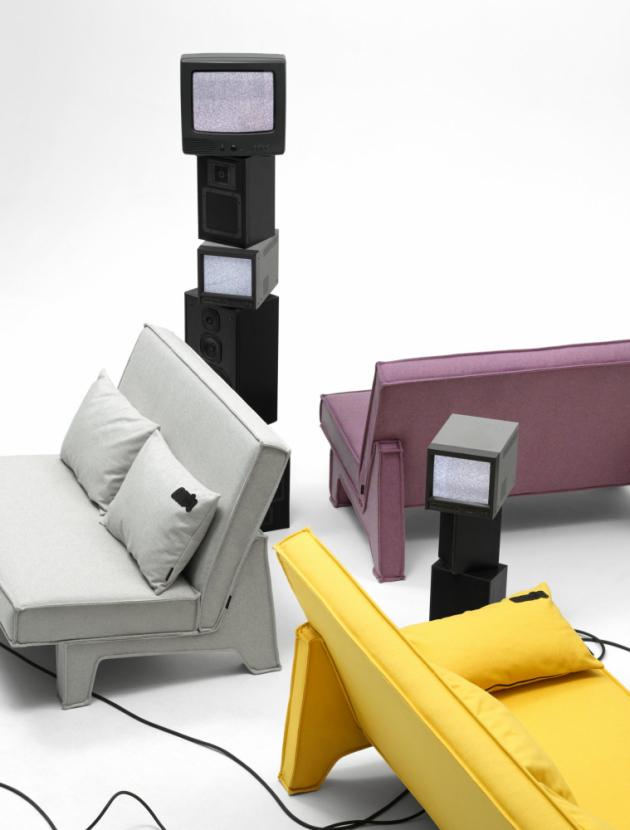 Pohovka BAM! (Massproductions) vypadá, jako by z obrazu Roye Lichtensteina vypadla. Konstrukčně je zredukována na zcela základní geometrii a za jejím grafickým profilem i homogenním vzhledem doslova stojí především nohy čalouněné stejnou textilií jako sedák a opěradlo. Design Chris Martin, cena od 70 860 Kč, WWW.MASSPRODUCTIONS.SE