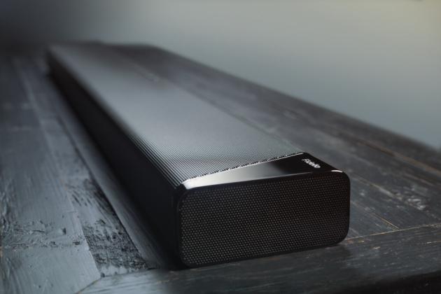 Důmyslný systém technologií se umí sám přizpůsobit poloze odpojitelných reproduktorů, takže ať už se rozhodnete samostatné reproduktory využít jakkoli, soundbar B97 i díky speciálním měničům Dolby Atmos Elevation pokaždé spolehlivě zajistí pohlcující zvukou produkci filmů.