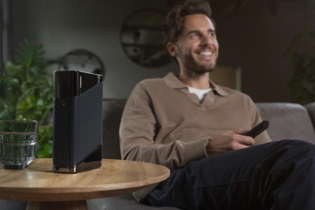Pod názvem Soundbar Philips Fidelio B97 se ukrývá elegantní štíhlý audiosystém, který se jako jeden zprvních produktů Philips Sound pyšní certifikací IMAX Enhanced přinášející prémiový zážitek z IMAX kindo domácnosti. Součástí soundbaru jsou dva oddělitelné bezdrátové reproduktory Surround-on-demand.