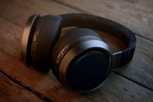 Vysoce kvalitní zvuk a materiály dělají ze sluchátek Philips Fidelio L3 unikátní kousek, s nímž zažijete maximální komfort.