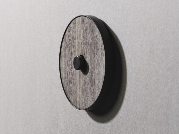 Vypínač Skin – Haute Material (PLH), různé varianty povrchu, O 81 mm, cena na dotaz, WWW.PLHITALIA.COM