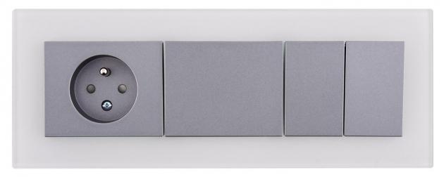 Trojrámeček Decente se zásuvkou a vypínači (OBZOR Zlín), sklo v barvě holubí šedi s grafitovým krytem, cena od 1 380 Kč, WWW.OBZOR.CZ