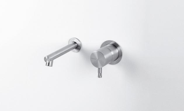 Baterie z kolekce Diametro 35 Innox (Ritmonio) zdobí koupelny už od roku 1999. Prosluly střídmým vzhledem a mimořádnou odolností, neboť celé tělo baterie je kompletně z oceli. Design Davide Vercelli, nerezová ocel AISI 316, kartáčovaný povrch, barvy natural, černá, champagne, cena od 10 650 Kč, WWW.GLAMUR.CZ
