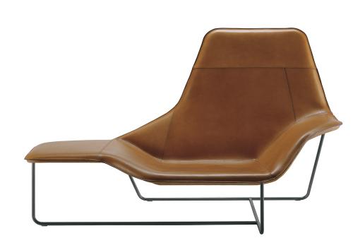 Relaxační křeslo Lama (Zanotta), design Ludovica a Roberto Palombovi, textilní nebo kovové polstrování v kombinaci s ocelovým rámem, 105 × 173 × 88 cm, cena na dotaz, WWW.PUNTODESIGN.CZ