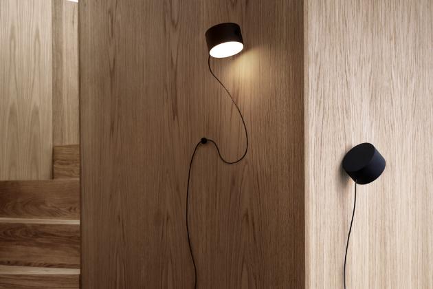 Post (Muuto), design Earnest Studio, práškově lakovaná ocel, O 9,2 cm, cena 6 748 Kč, WWW.STOCKIST.