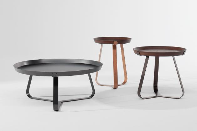 Frinfri Wood (Bonaldo) obohacuje dobře zavedenou řadu odkládacích stolků z dílny designérů Claudia Dondoliho a Marca Pocciho, jejichž zaoblená konstrukce z kovu podporuje vizuální lehkost dokonale stabilní dřevěné odkládací plochy. Odnímatelný podnos, který lze doplnit o keramickou desku, je praktickým řešením, nejen když máte hosty… Výška 45 a 50 cm, cena od 18 165 Kč, WWW.PUNTODESIGN.CZ