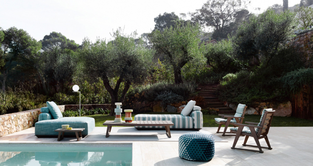 Odpočinková souprava Hybrid Chaise Lounge (BB Italia), design Antonio Citterio, lakovaný hliník, odolná textilie v různých cenových kategoriích, cena i s polštáři od 129 949 Kč, WWW.KONSEPTI.COM