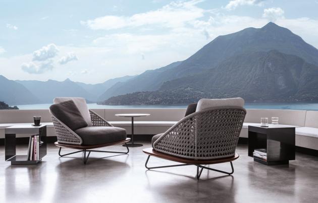 Křesla z kolekce Riviera (Minotti), design Rodolfo Dordoni, dřevo iroko, polypropylen, cena 110 000 Kč, WWW.STOPKA.CZ