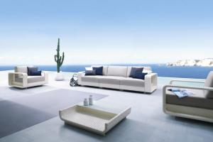 Souprava nábytku Hamptons (Roberti Rattan), design G. V. Plazzogne & R. Papparotto, hliníkový rám s výpletem z umělého materiálu Sunweave, křeslo, cena od 82 133 Kč, třímístná pohovka, cena od 184 455 Kč, WWW.PUNTODESIGN.CZ