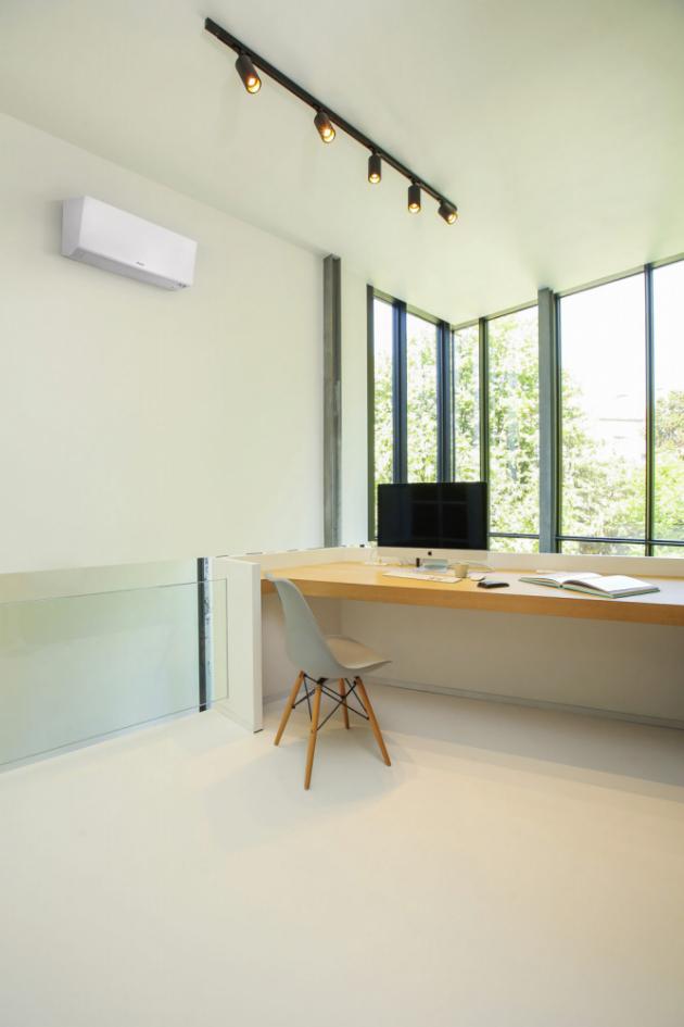 Vnitřní jednotka splitové klimatizace Perfera (Daikin) s možností vytápění, funkce Heat Boost pro rychlé vytopení interiéru a Heat Plus pro simulaci sálavého tepla i ohřev podlahy, cena za kombinaci vnitřní a venkovní jednotky od 48 939 Kč, WWW.DAIKIN.CZ