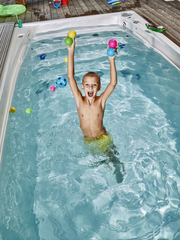 Aktivní odpočinek ve swim spa si užijí všichni milovníci plavání bez ohledu na sportovní výkon. Swim spa je ideální pro aktivní odpočinek, napomáhá zbavit se stresu a zapomenout na každodenní starosti.