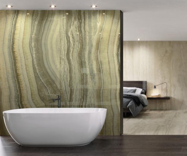 Velkoformátový obklad Onice Green (Urbatek), dva typy lesklých ploch, tři velikosti od 120 x 120 cm, cena od 5 082 Kč/m2, WWW.DESIGNBATH.CZ
