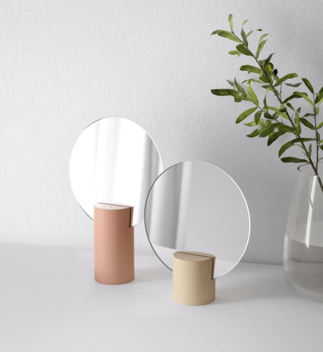 Sada kosmetických zrcátek Liholen (IKEA), barvy růžová a osika, ochranná fólie, možnost položení nebo zavěšení, cena 299 Kč / 2 ks, WWW.IKEA.CZ