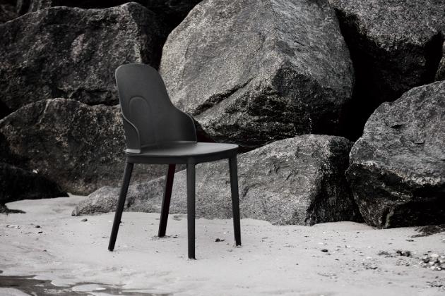Vydařenou poctou kavárenské kultuře, která ve Francii začala vznikat koncem 19. století a následně inspirovala celý svět, je židle Allez (Normann Copenhagen).