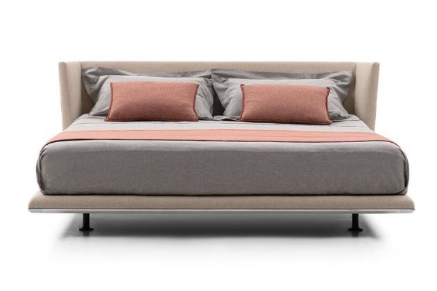 Zcela novým přírůstkem do oblíbené rodiny Noonu (BB Italia) je stejnojmenná postel