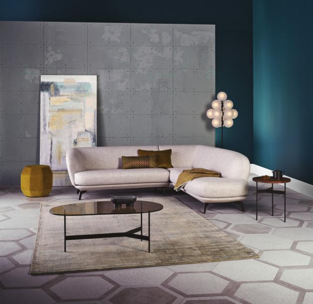 Modulární sedací souprava Flint (Leolux), design v látce Beck Design, lze textilie i kůže, cena od 141 618 Kč, WWW.SEDLAKINTERIER.CZ