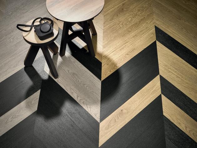 Luxusní vinylové dílce Allura (Forbo), dekory 60055, 60389 a 63497, ve struktuře rybí kost je možné kombinovat klasické odstíny dubu s černým reliéfním vzorem, rozměr lamel 150 × 900 mm, cena od 986 Kč/m2, WWW.FORBO-FLOORING.CZ