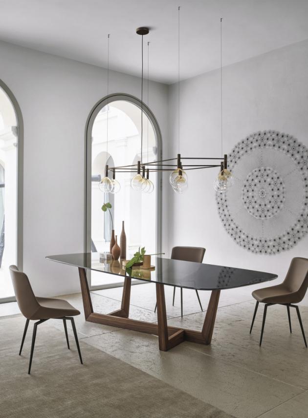 Stůl Art Wood (Bonaldo), design Gino Carollo, masivní americký dub, sklo, odstín Smoked, 250 × 112 × 75 cm, cena 172 498 Kč, WWW.PUNTODESIGN.CZ