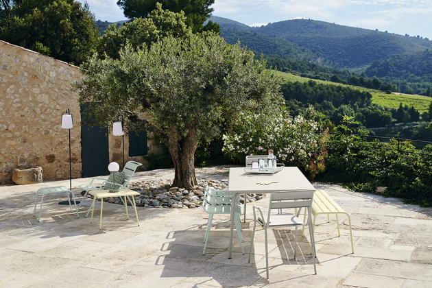 Jídelní stůl z řady Monceau (Fermob), design studio Fermob, kov, 24 odstínů laku, 140 × 80 cm, cena 16 600 Kč, WWW.DECOFORM.CZ