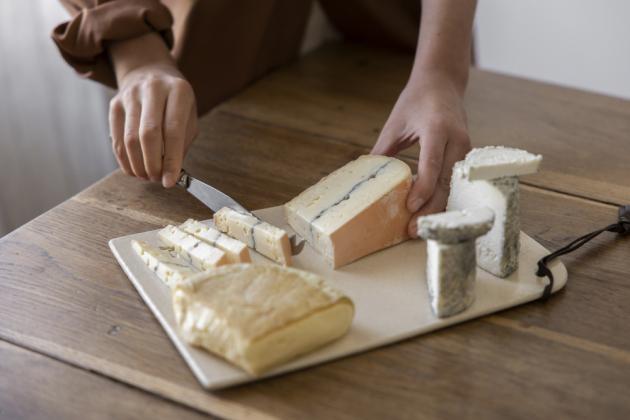 Pro Claru Diez je sýr mnohem víc než jen další potravinářský výrobek. Je to životní styl, kultura a způsob, jak vytvořit nový průmyslový standard, který z planety udělá lepší místo. Spolu se svým manželem zahájila na začátku letošního roku Formaje - projekt, který je méně o mléčných výrobcích a více o životním stylu.