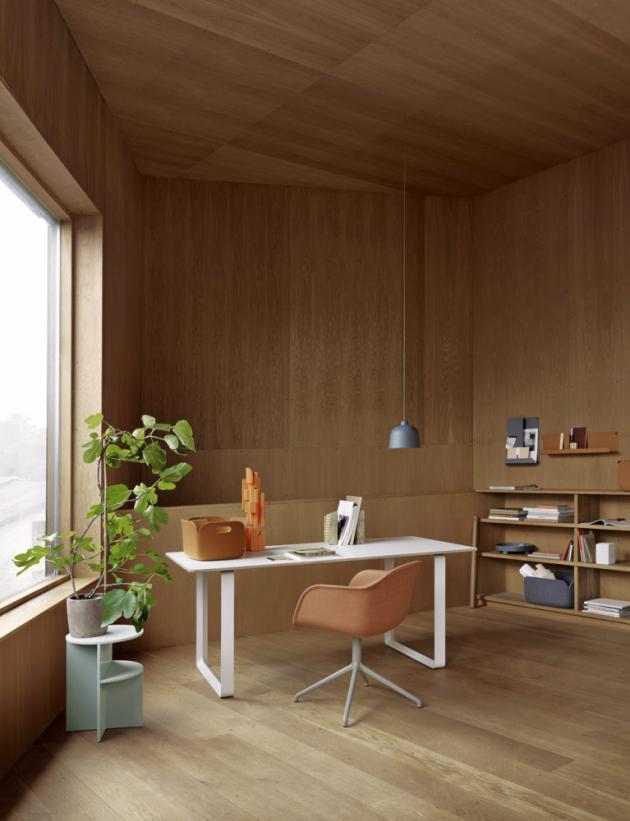 Stůl 70/70 (Muuto), design TAF Architects, vrstvená překližka, podnoží z litého hliníku, dostupný ve čtyřech velikostech, cena od 33 853 Kč, WWW.STOCKIST.CZ