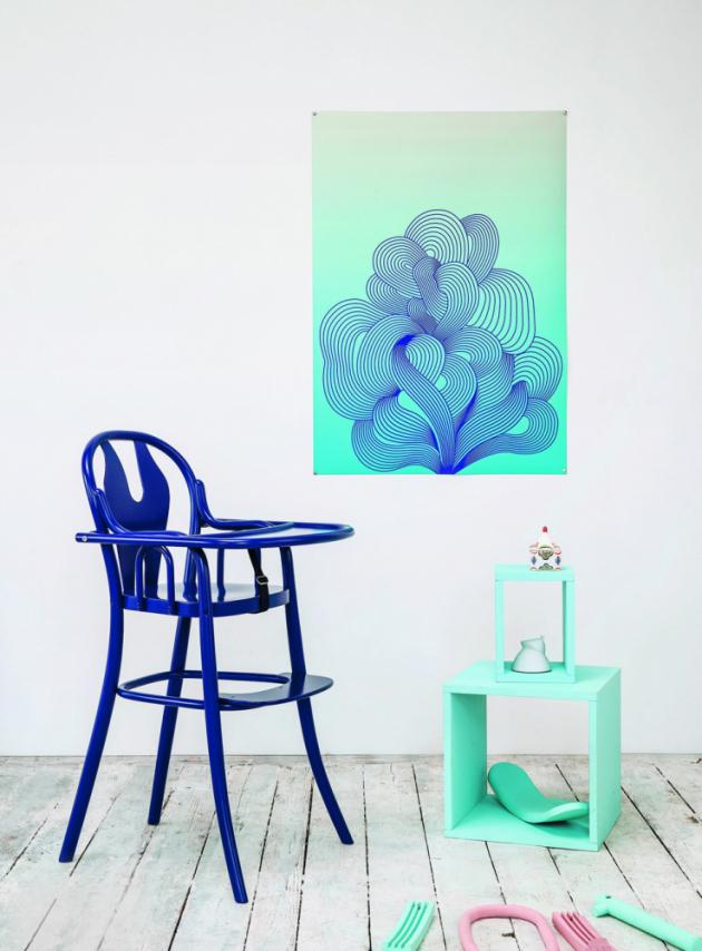 Dětská židle Petit 114 (TON), sklápěcí stolek, podnožka, bezpečnostní pásek, cena od 6 780 Kč, WWW.TON.EU