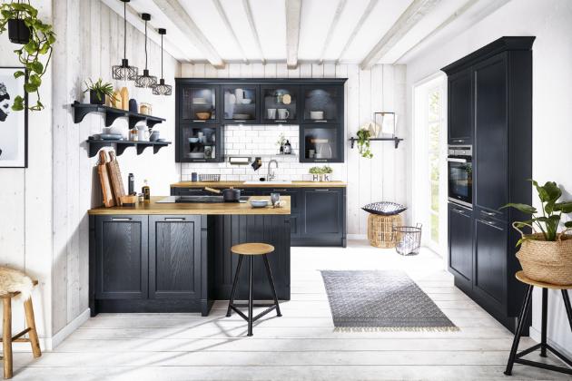 Kuchyň provedení Bristol (Häcker Küchen), cottage style, velvety dark blue, lakovaný masivní rámeček, dýhovaná výplň, WWW.SEDLAKINTERIER.CZ