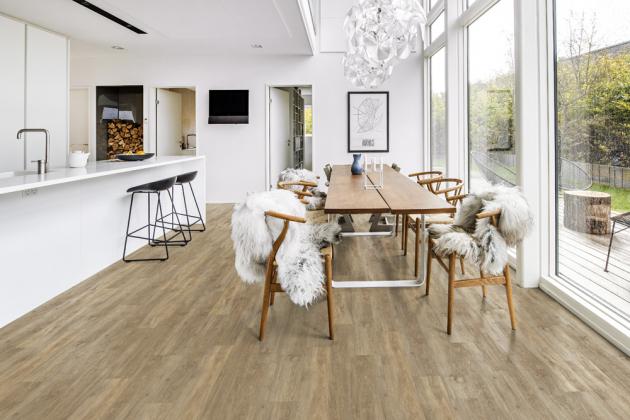 Minerální podlaha (SPC) z kolekce Wood Design (Kährs), dekor Taiga, nově provedení v tloušťkách 5 a 6 mm, cena od 1 083 Kč/m2, WWW.KPP.CZ