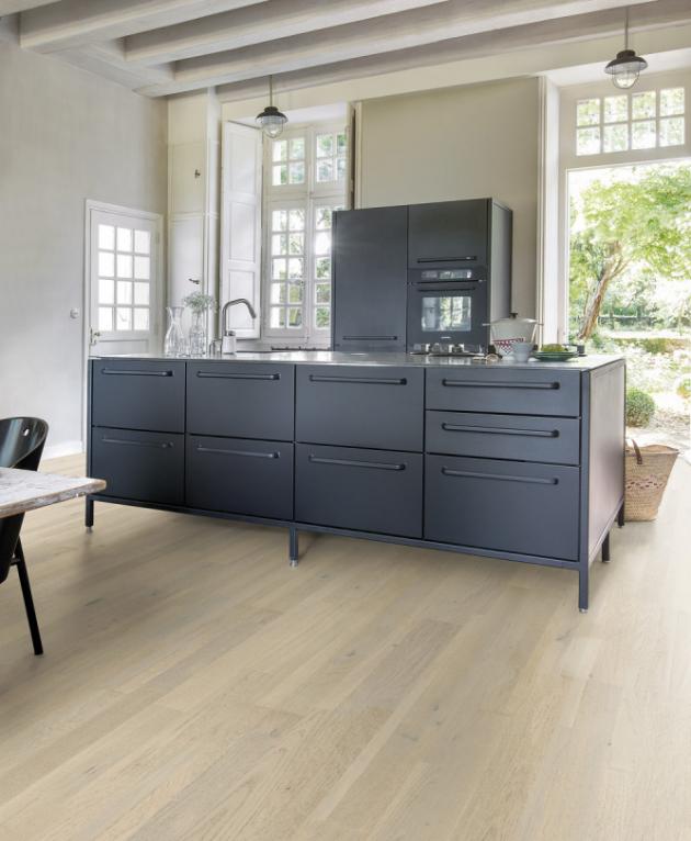 Dřevěná podlaha z kolekce Variano (Quick Step), dekor Dub pacifický extra matný, cena 1 510 Kč, Kč/m2, WWW.QUICK-STEP.CZ