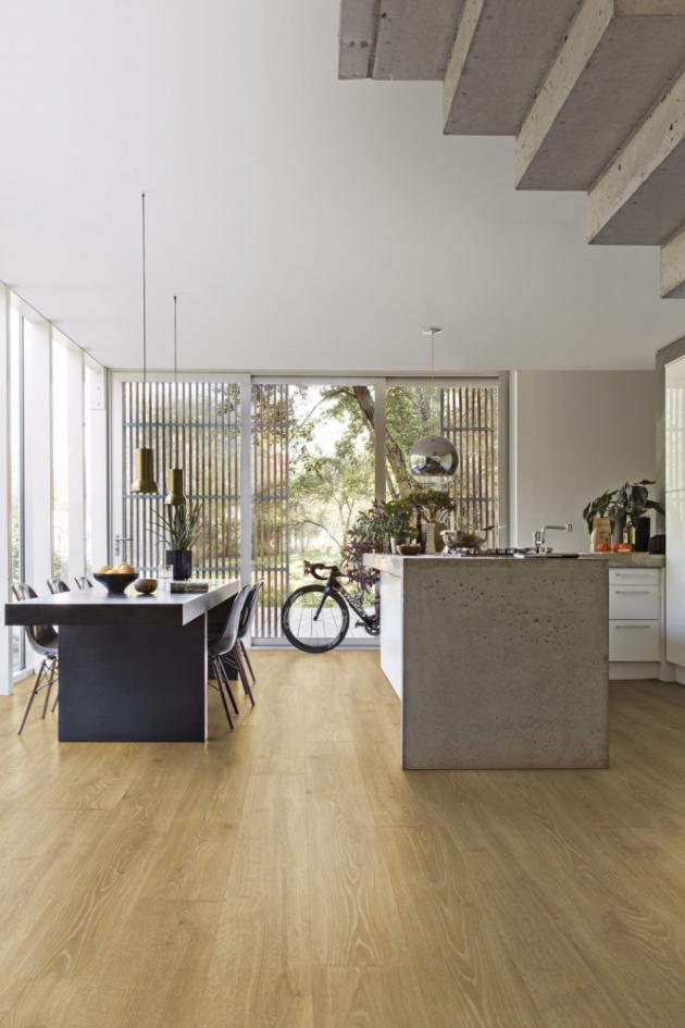 Laminátová podlaha z kolekce Majestic (Quick Step), dekor Lesní dub přírodní, cena 1 158 Kč/m2, WWW.QUICK-STEP.CZ