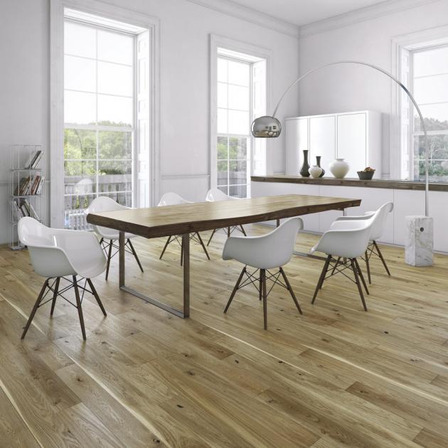 Dřevěná jemně kartáčovaná rustikální podlaha z kolekce Pure Wood, (Floor Forever), dekor Dub antique, cena 1 525 Kč/m2, WWW.CASAMODERNA.CZ