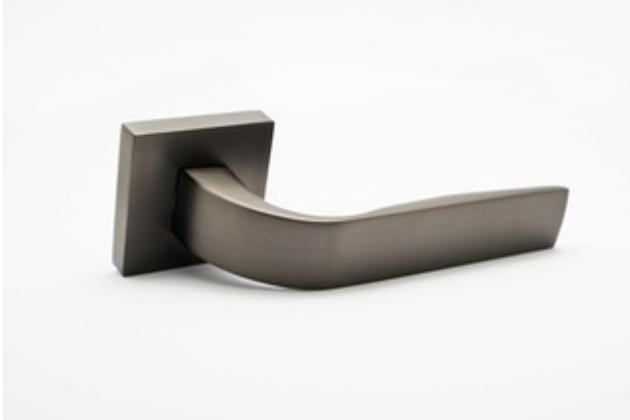 Základem každého dveřního kování je skvělá ergonomie, přičemž Cobra Aphrodite snese ta nejnáročnější měřítka.