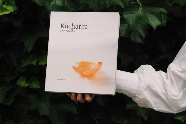 Rodinná Kuchařka pro vnučky představuje recepty na českou domácí kuchyni