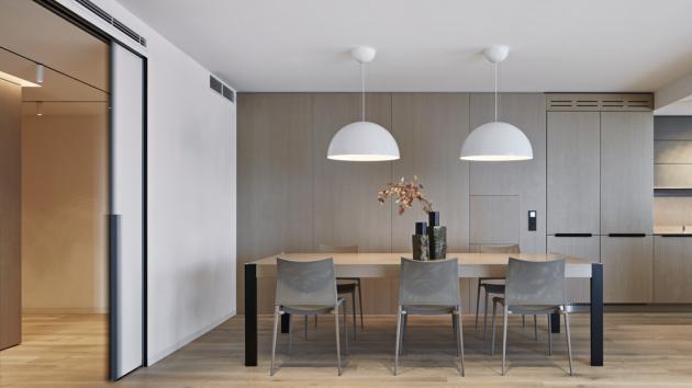 Osvětlení hlavního obytného prostoru zajišťuje sofistikovaný systém vestavných lišt osazených reflektory, jejichž množství a intenzita nasvícení je přizpůsobena potřebám jednotlivých funkčních zón i přání klientů.