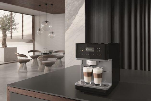 Naším horkým tipem je stylový domácí kávovar Miele CM 6160 Silver Edition. Díky funkci OneTouch for Two připraví dva nápoje jedním stiskem tlačítka a hravě si poradí i s dokonalou krémovou mléčnou pěnou pro nejrůznější kávové speciality. AromaticSystem vás jistě přesvědčí perfektními výsledky a intenzivním kávovým aroma.