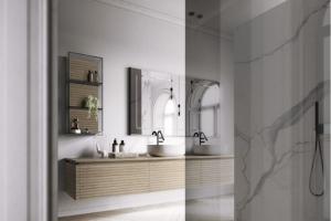 Koupelnová sestava (Idea Group), délka 240 cm, 3× skřínka, masiv dub, dekor dolce vita, zrcadlo s dekorativním lemem a osvětlením, cena 217 800 Kč, WWW.GLAMUR.CZ